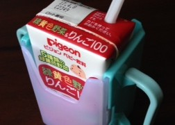 セリアで赤ちゃんグッズ「紙パックホルダー」を購入しました