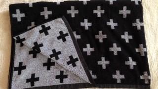 しまむらでオシャレなクロス柄のタオルケットを購入しました