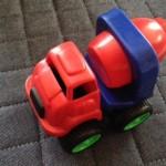 ダイソー 砂場のおもちゃ はたらく車