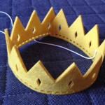 セリアでフェルト王冠を購入しました